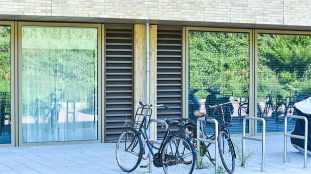 fietsen voor gevel