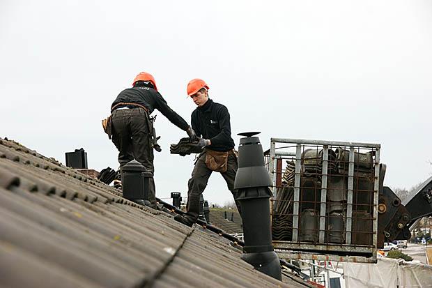mensen op dak
