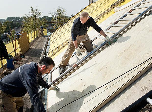 mannen op dak