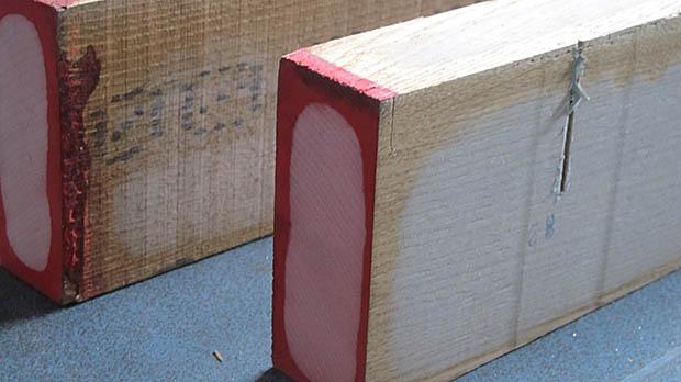 plank met rood